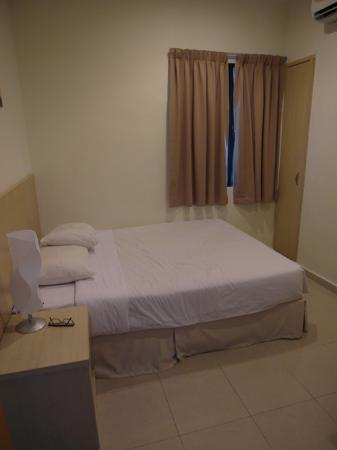 Golden View Serviced Apartments: double bedroom