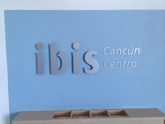 ibis Cancun Centro: Sign