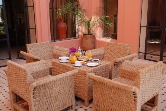 Domaine de l'Arganeraie : petit déjeuner dans le patio