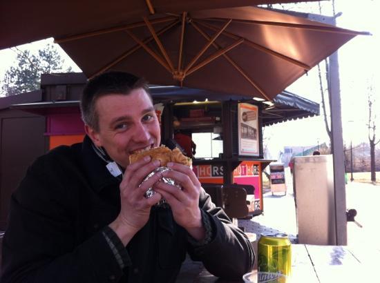 Fluxus Hostel: Hot Horse Burger!
