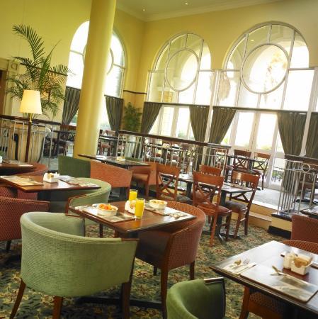 StayEasy Century City: Dining Room
