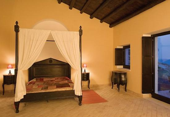 Falconara Charming House Resort & SPA: Guest room
