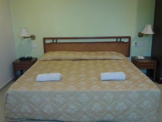Hotel Sahara Tanjung Malim: vip bed