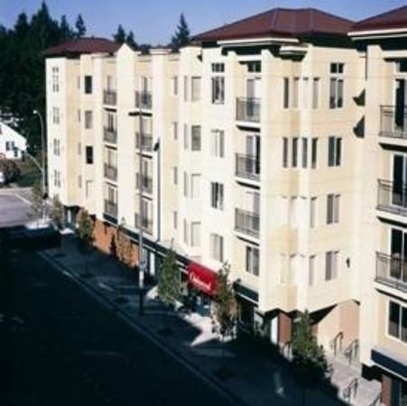 Oakwood Apts Bellevue : Exterior