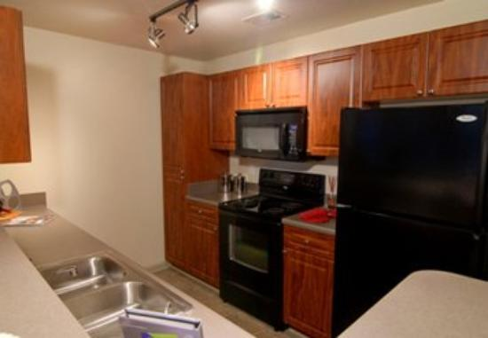 Oakwood at Mt. Laurel Crossing : Kitchen