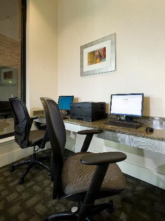 Best Western Plus Philadelphia Airport South at Widener University : Business Center