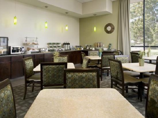 Best Western Plus Philadelphia Airport South at Widener University : Breakfast Room