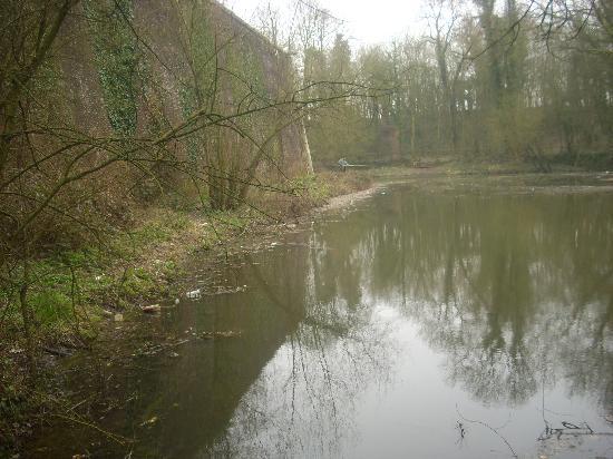 Arras, Prancis: Le plan d'eau (douve)