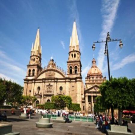Hotel Aranzazu ECO: Guadalajara Cathedral