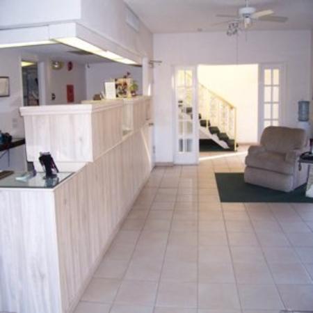 Royal Plaza Inn : Lobby