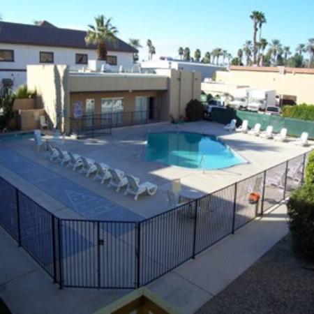 Royal Plaza Inn : Outdoor Pool