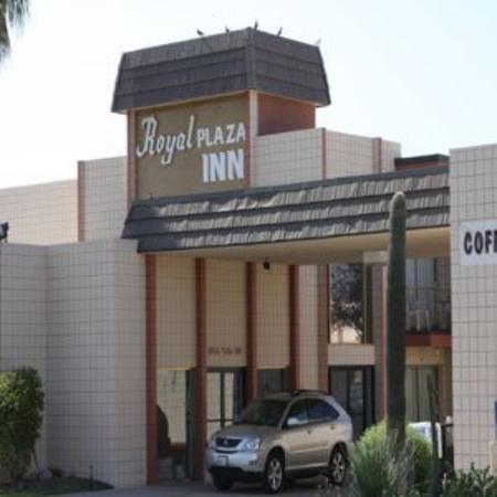Royal Plaza Inn : Exterior