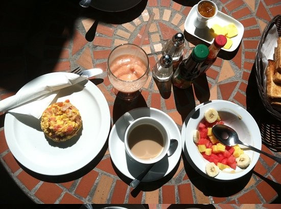 Hotel Los Volcanes B&B: what a delicious free breakfast made to order!