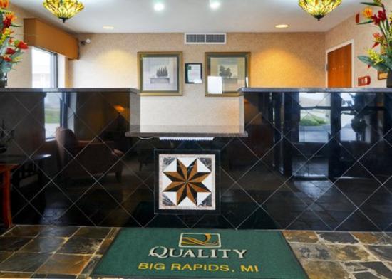 Quality Inn & Suites : MIFront Desk