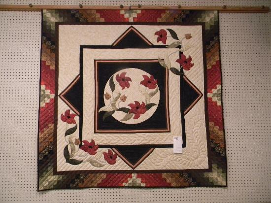 Inn at Kitchen Kettle Village: Quilt at The County Store