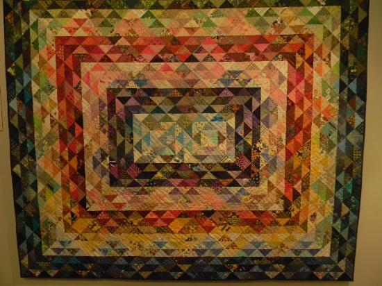 Inn at Kitchen Kettle Village: A beautiful quilt at The Quilt Museum at The Country Store.