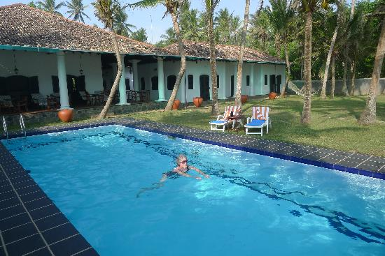Villa Tissa Beach Resort: Pool and Rooms