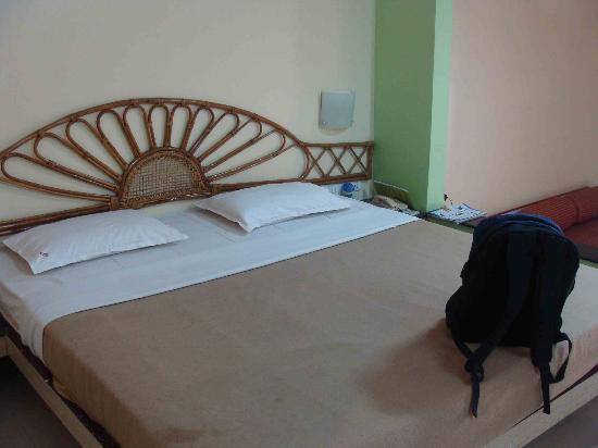 Kashid Beach Resort: bed