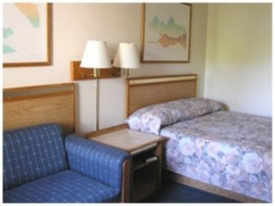 Travelers Inn: Guest Room