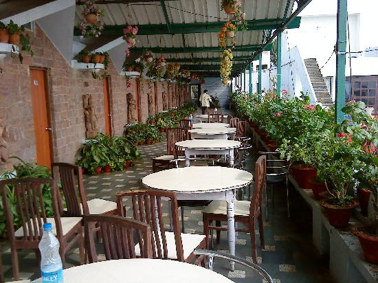 Terrace dining area foto hotel sonali puri tripadvisor for Terrace hotel breakfast