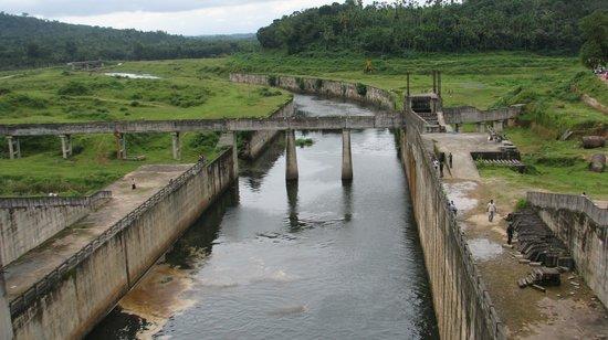 Kalpetta, India: Karapuzha Dam - Aug 2011