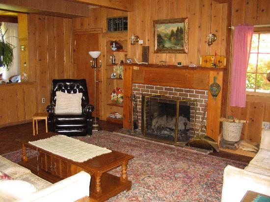 McKenzie River Inn Lodging & Fine Dining: tasteful with a lot of history