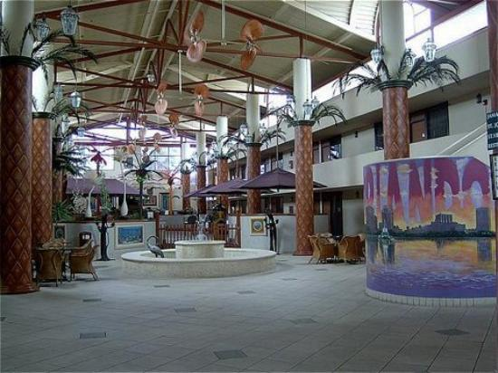 Sheridan Hotel & Conference Center : Lobby view