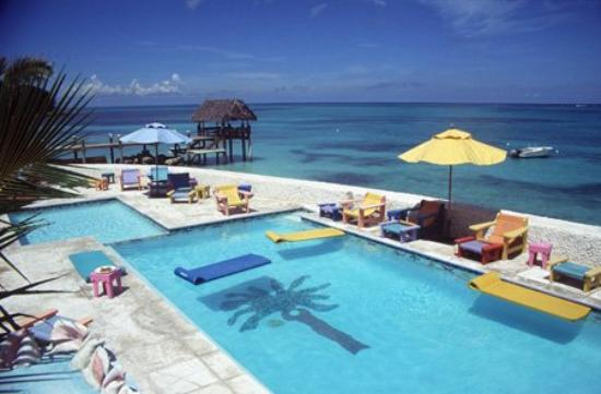 Compass Point Beach Resort: Pool view