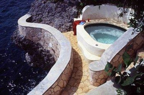 The Caves: Jacuzzi