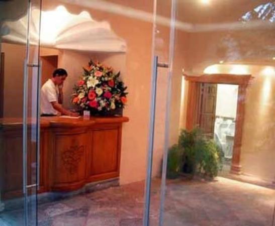 Quinta Las Flores: ENTRADA A SALONES DE REUNIONES