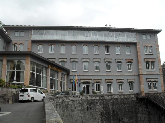 Gran Hotel Pelayo: Fachada entrada