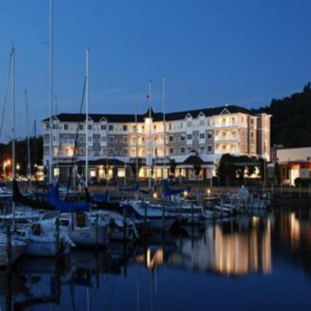 wgexteriornight picture of watkins glen harbor hotel. Black Bedroom Furniture Sets. Home Design Ideas