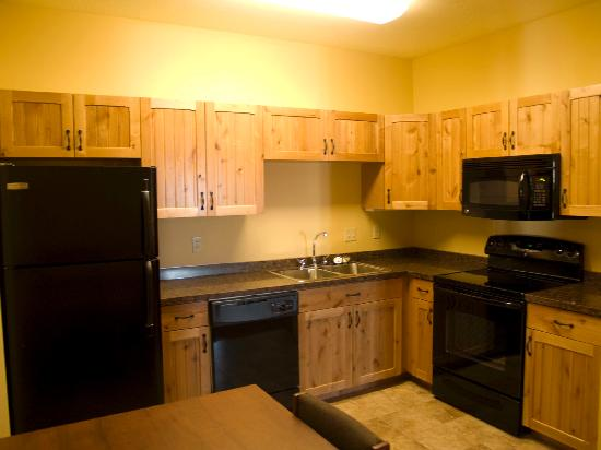 AmericInn Hotel & Suites Fargo South — 45th Street: kitchen in extended stay