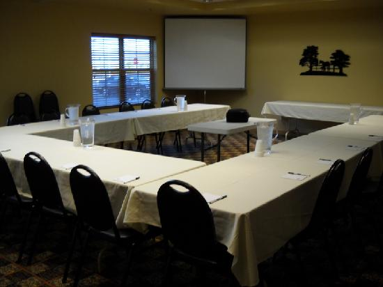 AmericInn Hotel & Suites Fargo South — 45th Street: conference room