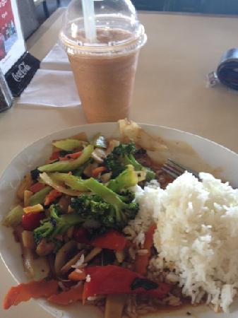 Thai China Bistro: boba Thai Tea with Basil Stir Fry