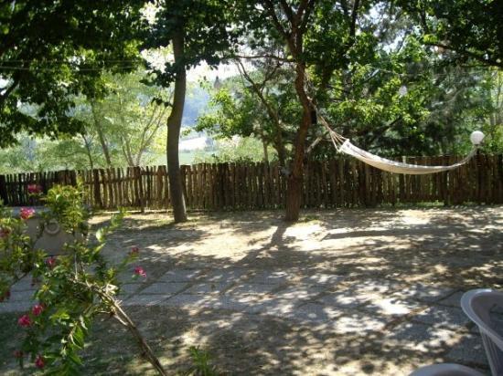 Ristorante Albergo Nene: A tranquil spot in hotel gardens