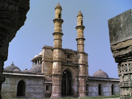 Champaner, Indien: Front View of Jami Masjid