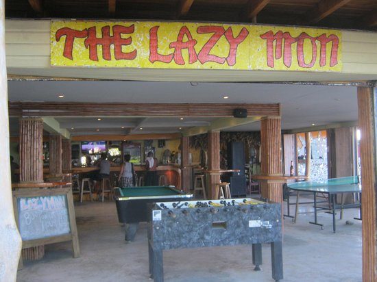 The Lazy Mon Sports & Music Bar: inside the bar