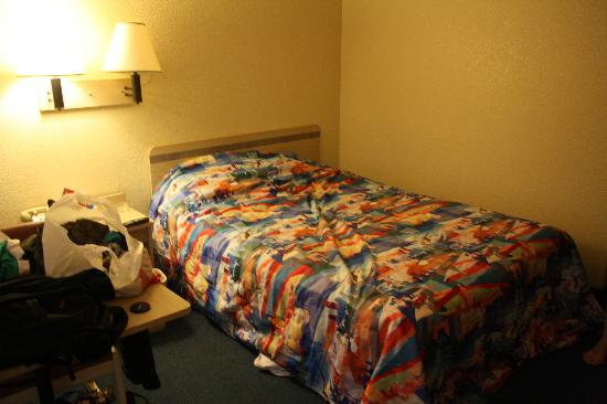Motel 6 Ventura Beach: The bed (re-made by me). Good size for 2.