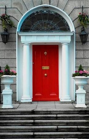 Leeson Bridge Guesthouse: Our Dublin Georgian Door!