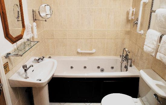 Leeson Bridge Guesthouse: Some Rooms With Jacuzzi!