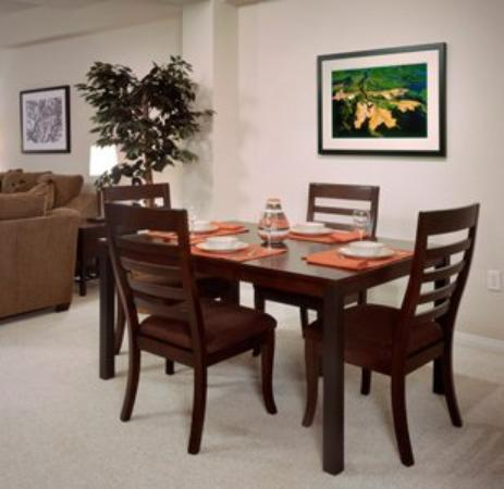 Oakwood At The Terraces: Dining Room