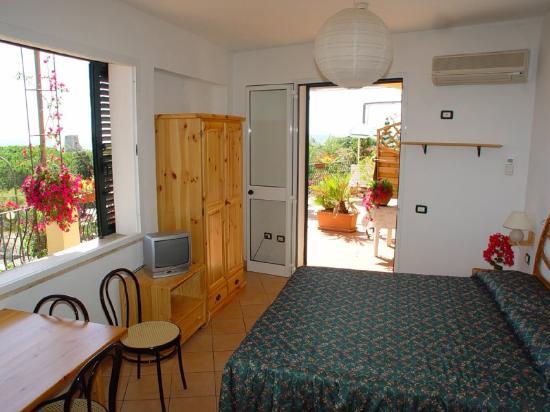 Domus De Janas Beach Resort: Room