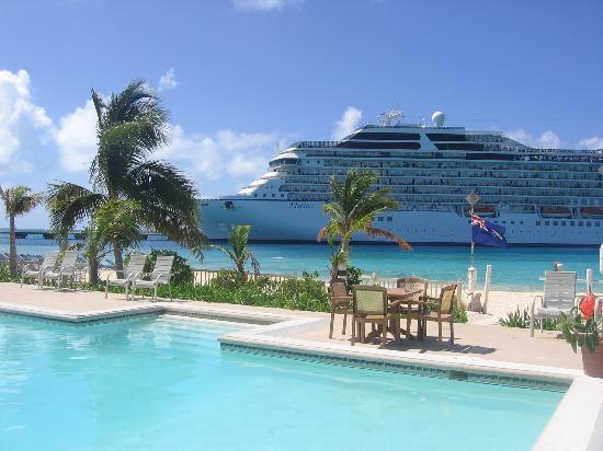 White Sands Beach Resort : Resort Pool Side