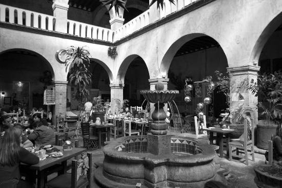 La Fonda de San Miguel Arcangel: El Jardin