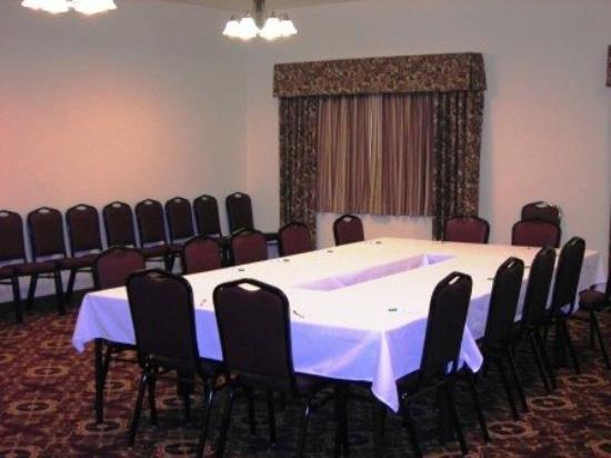 Settle Inn & Suites Linn: MRoom