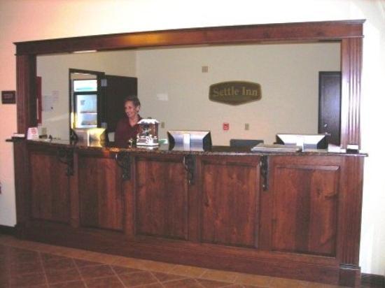 Settle Inn & Suites Linn: FDesk