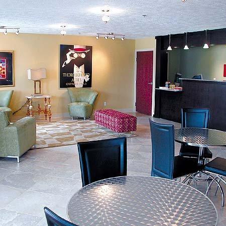 Ambassador Inn: Lobby