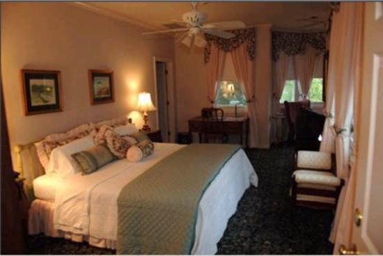 The Sanford House: Room