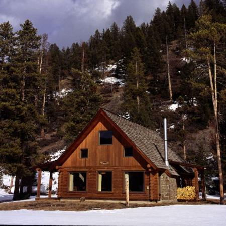 320 Guest Ranch: Chalet Exterior